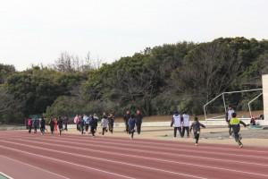 陸上競技場走路を疾走