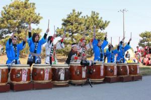 地元「弥生の会」による太鼓の演舞