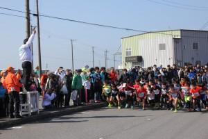 高橋 富津市長による小学生低学年男子2km スタート合図
