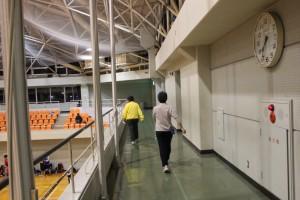 体育館2F通路を活用しウォーキングの部